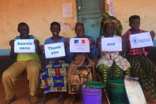 Refugees thanking WFP and the French government